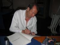 David Lloyd zeichnet V's Maske