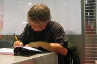 Scott McCloud beim Signieren