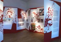 Ausstellungsansicht »Helden, Freaks und Superrabbis. Die jüdische Farbe des Comics« © Jüdisches Museum Berlin, Foto: Jens Ziehe