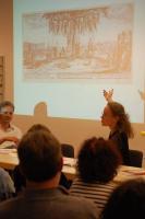 Anna Faroqhi bei der Präsentation ihres Comics und der Geschichte  Neuköllns