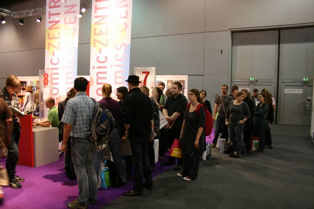 Signierschlange bei Joscha Sauer auf der Frankfurter Buchmesse 2010