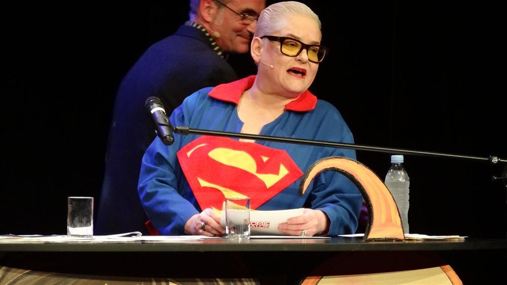 Hella von Sinnen war Moderatorin beim Max-und-Moritz-Preis 2012, Comic-Salon