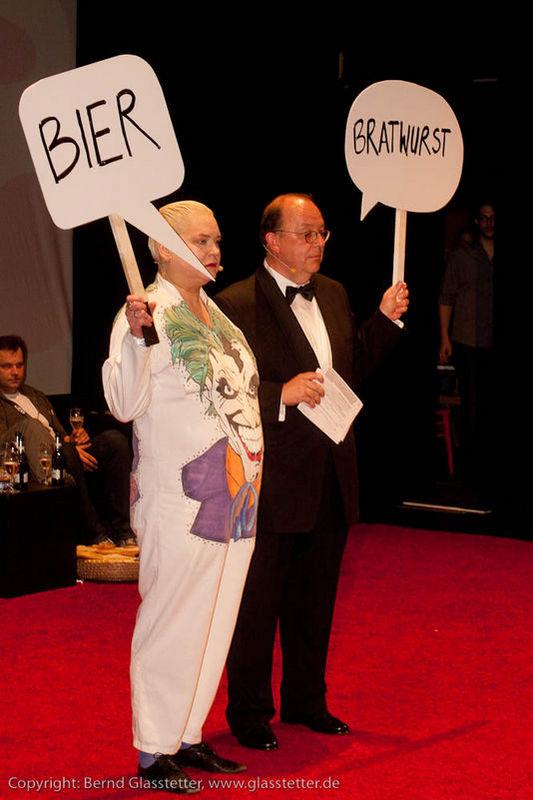 Denis Scheck mit Hella von Sinnen beim Max-und-Moritz-Preis 2010