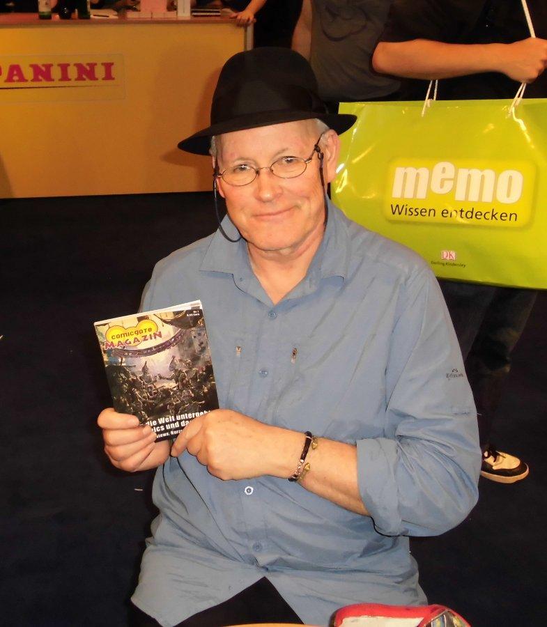Colin Wilson mit dem Comicgate-Magazin auf der Frankfurter Buchmesse 2012