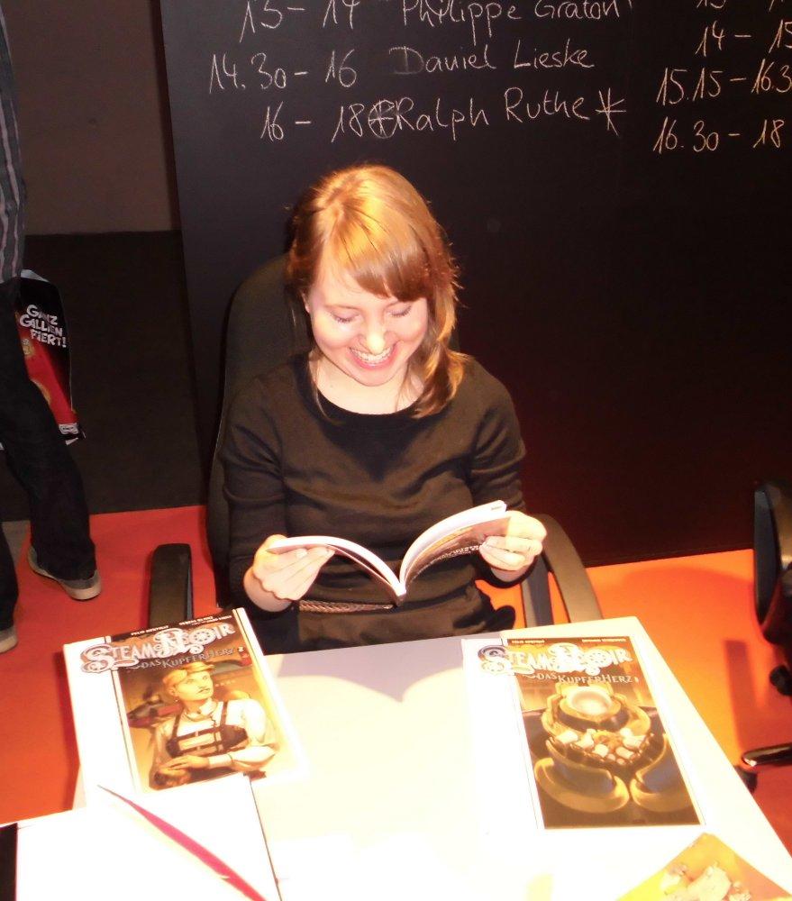 Verena Klinke am Signiertisch auf der Frankfurter Buchmesse