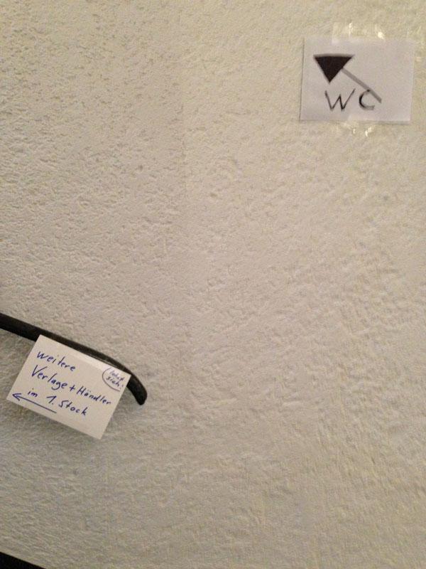 Der einzige Hinweis auf die Verlage im 1. Stock des Alten Rathauses