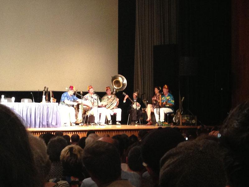 CFM13-Ehrengast Robert Crumb beim Banjospielen