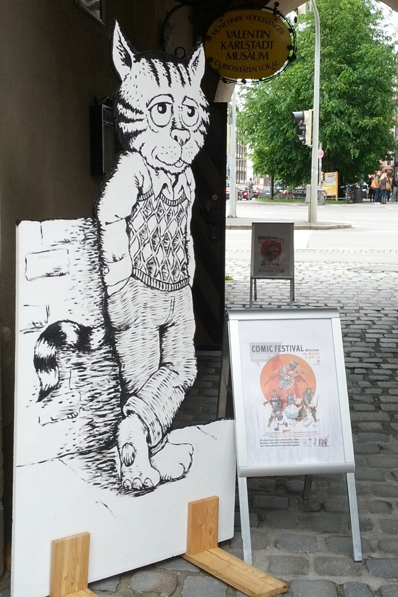 Robert Crumbs berühmter Kater Fritz am Eingang der Ausstellung zu Underground-Comix