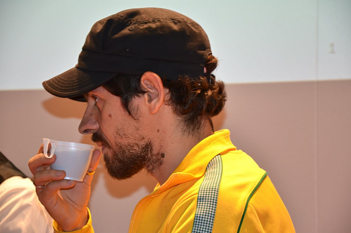 Gabriel Bá mit Kaffee