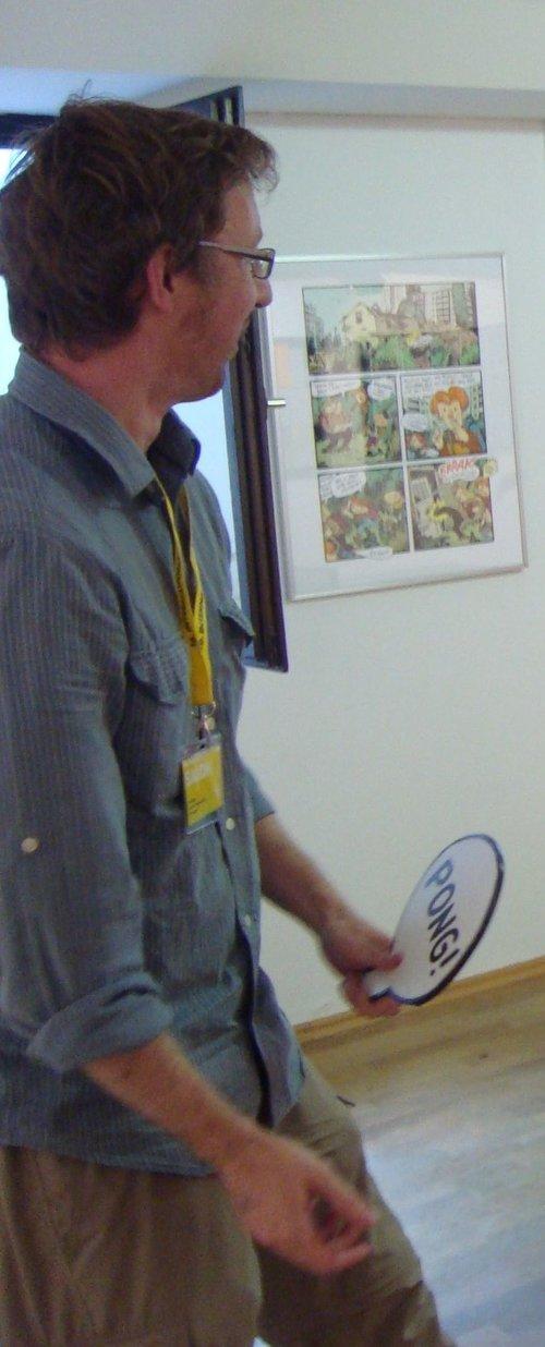 Der Interviewer beim Tischtennis